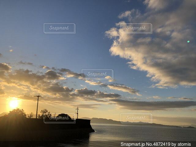 沈む夕日の写真・画像素材[4872419]