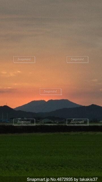 赤い夕焼けの写真・画像素材[4872935]
