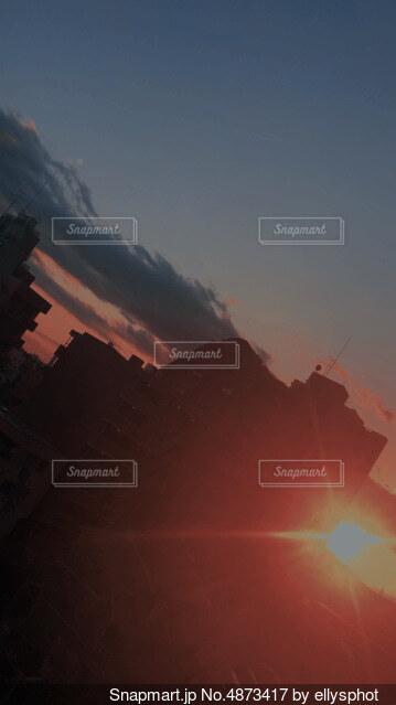 沈む太陽の写真・画像素材[4873417]