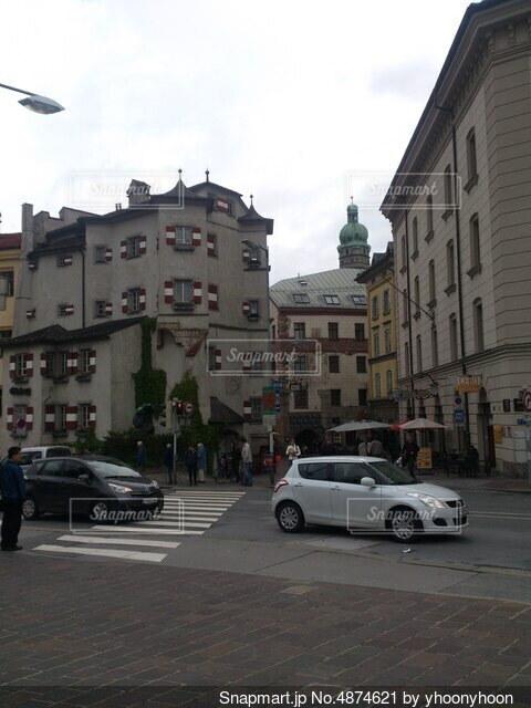 建物の側の時計の写真・画像素材[4874621]