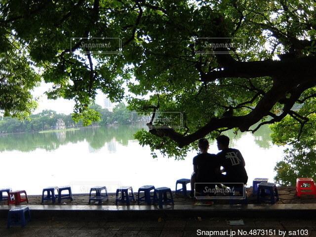 湖デートの写真・画像素材[4873151]