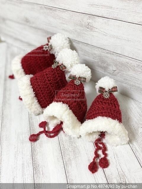 赤のクリスマス帽子の写真・画像素材[4874093]