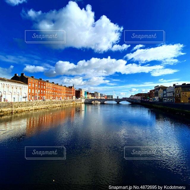 青空と水の写真・画像素材[4872695]