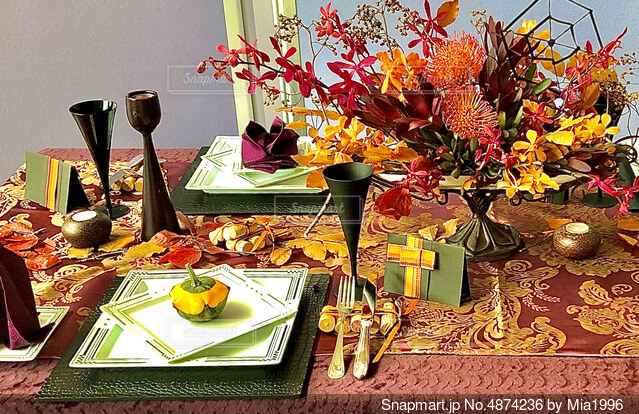 秋のテーブルコーディネートの写真・画像素材[4874236]