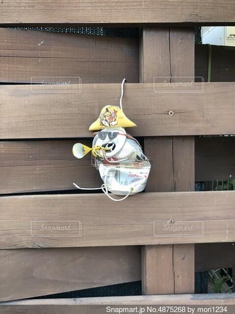 はしゃぐ空き缶の写真・画像素材[4875268]
