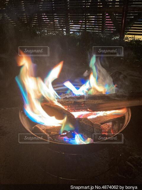 焚き火の写真・画像素材[4874062]
