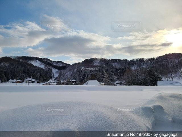 田舎の雪の写真・画像素材[4872607]