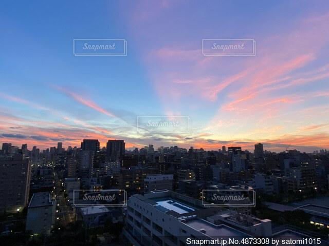 日没時の都心の写真・画像素材[4873308]