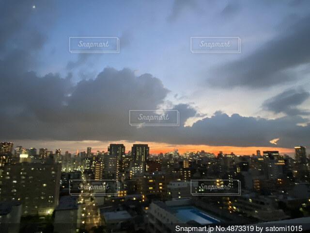 日没時の都心の写真・画像素材[4873319]