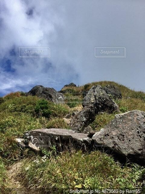 百名山 登山道を歩くの写真・画像素材[4873563]