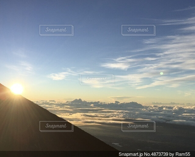 富士山ご来光と雲海の写真・画像素材[4873739]