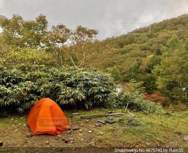 山のテント泊の写真・画像素材[4875743]