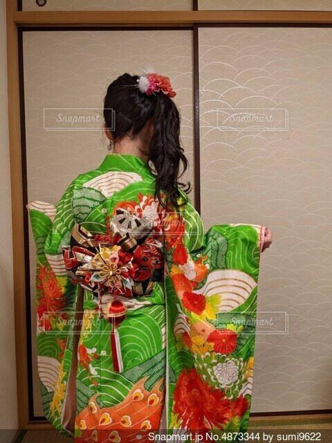 着物を着た女の子の写真・画像素材[4873344]
