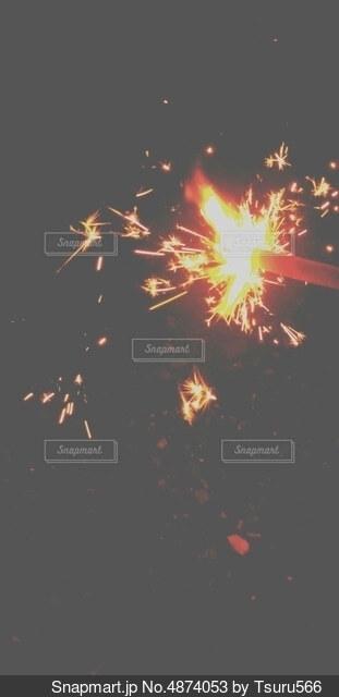 手持ち花火の写真・画像素材[4874053]