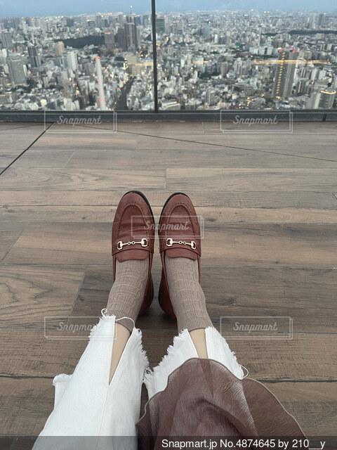 東京の風景と、足元の写真・画像素材[4874645]