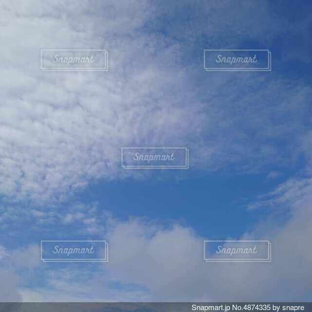 うろこ雲の写真・画像素材[4874335]