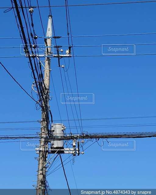 電柱と青空02の写真・画像素材[4874343]
