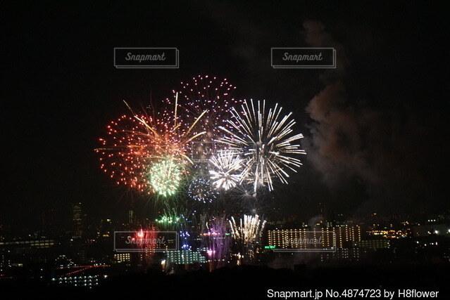 夜空の花火の写真・画像素材[4874723]