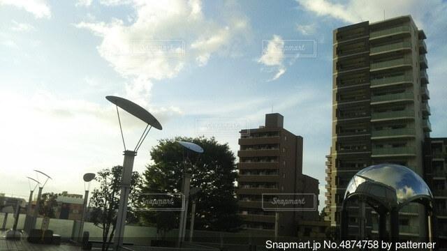 都市の高い建物の写真・画像素材[4874758]