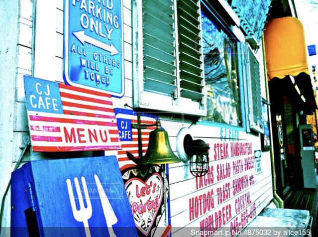 【アメリカン×レトロ】色彩豊かな海外風カフェの写真・画像素材[4875032]