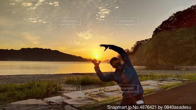 朝日をGETするの写真・画像素材[4876421]
