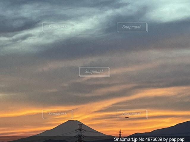 夕暮れの富士山の写真・画像素材[4876639]