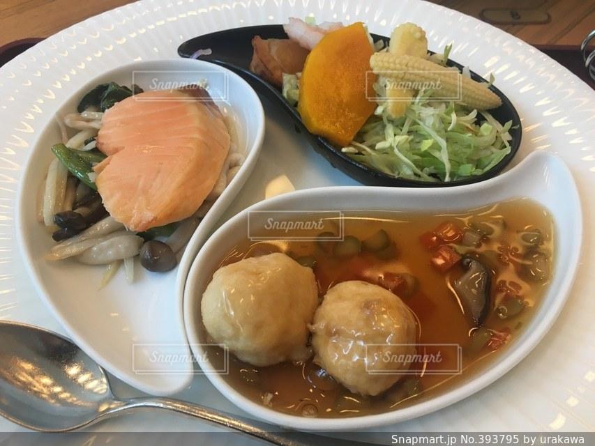 ランチ,サラダ,おかず,中華料理,おいしい,サーモン,肉団子