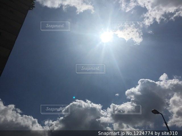 空と太陽と雲の写真・画像素材[1224774]
