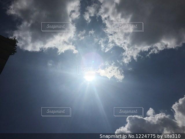 空と太陽と雲の写真・画像素材[1224775]