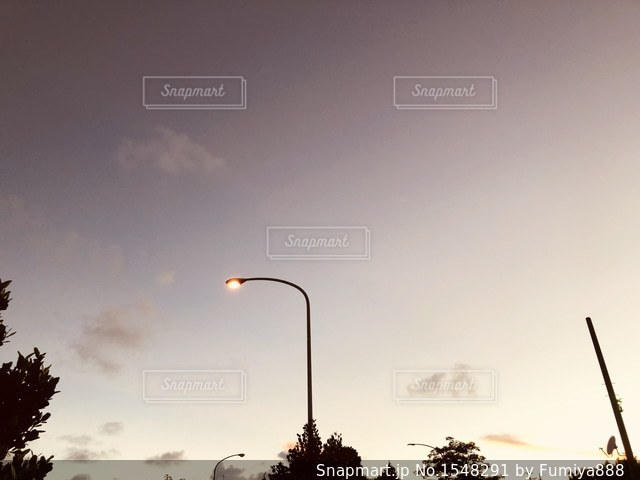 街に沈む夕日の写真・画像素材[1548291]