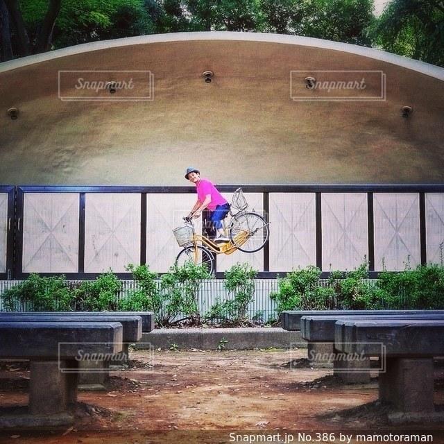 公園の木製ベンチの写真・画像素材[386]