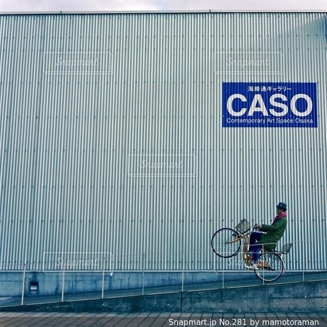 近くに自転車のアップの写真・画像素材[281]