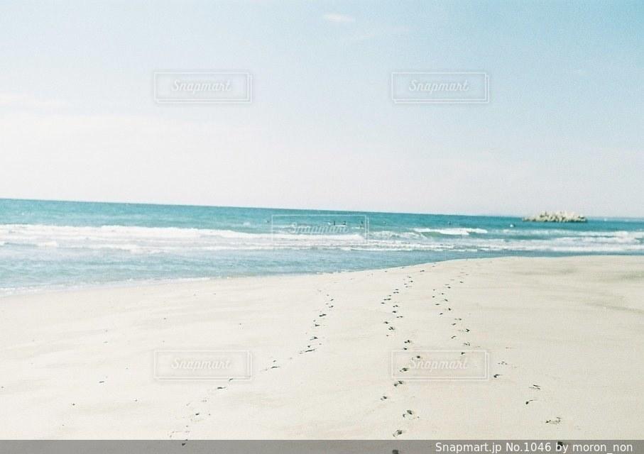 海の横にある砂浜のビーチの写真・画像素材[1046]
