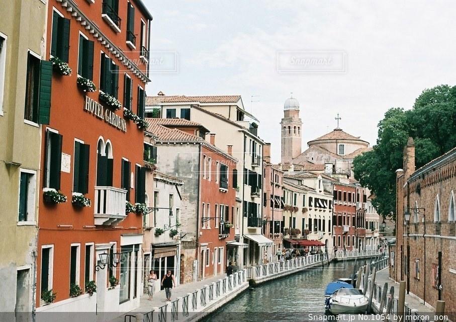都市を流れる川の写真・画像素材[1054]