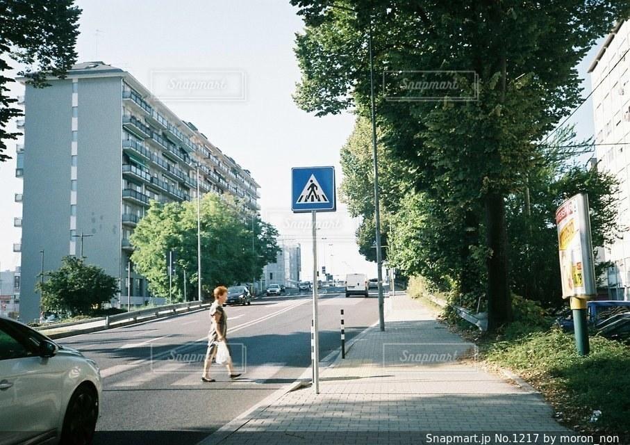 道の端に駐車していた車の写真・画像素材[1217]