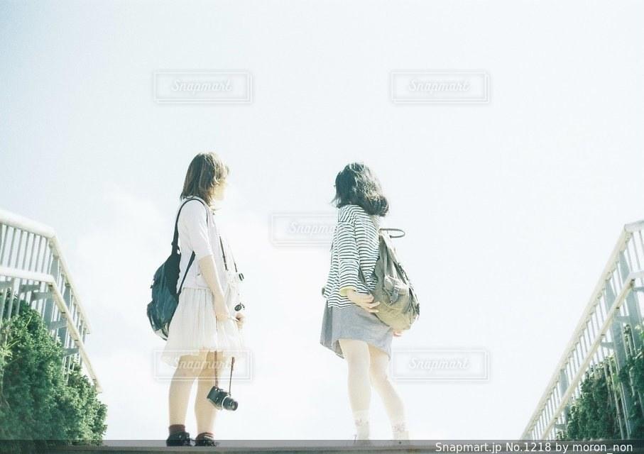 通りを歩く人々 のグループの写真・画像素材[1218]