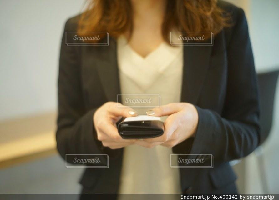 女性,オフィス,仕事,ビジネス,挨拶,スーツ,名刺交換,名刺