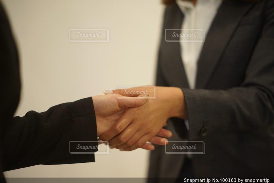 女性,仕事,ビジネス,握手,挨拶,スーツ
