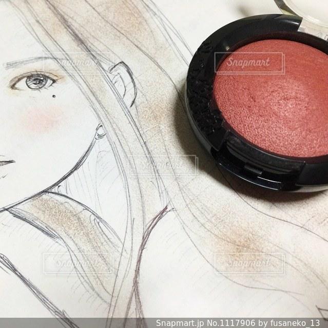コスメで色付けした女性のイラストの写真・画像素材[1117906]
