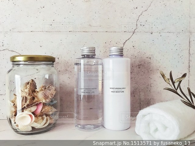 化粧水と乳液の写真・画像素材[1513571]