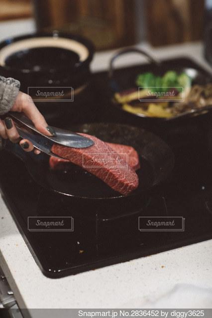 肉焼きの写真・画像素材[2836452]
