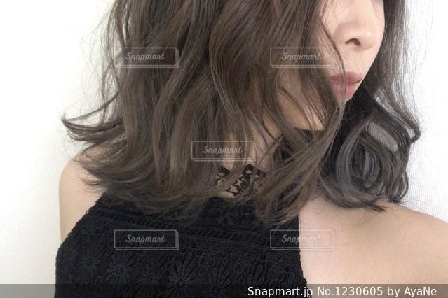 巻き髪の写真・画像素材[1230605]