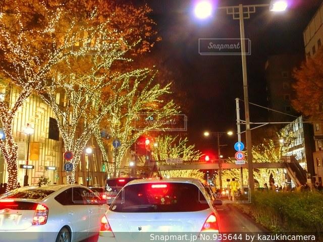 車の交通信号で停止の写真・画像素材[935644]