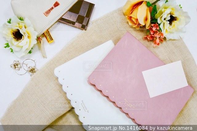 テーブルの上の手帳の写真・画像素材[1416084]