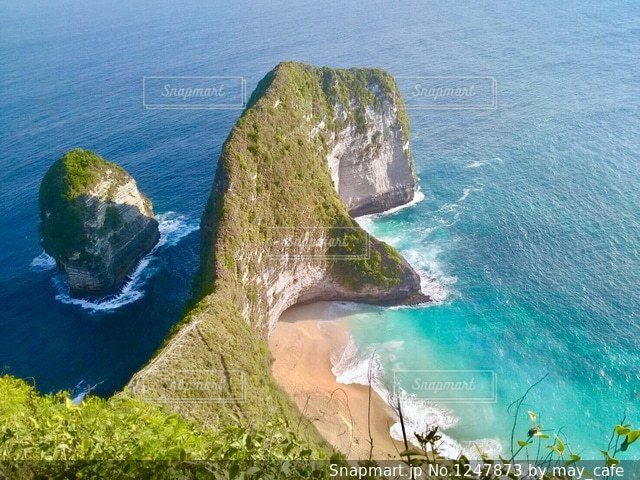 撮影地→バリ、ヌサペニダ島のPantai Kelingking(クリンキング・ビーチ)の写真・画像素材[1247873]