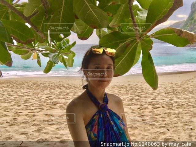 撮影地→バリ、ヌサペニダ島のPantai Kelingking(クリンキング・ビーチ)の写真・画像素材[1248063]