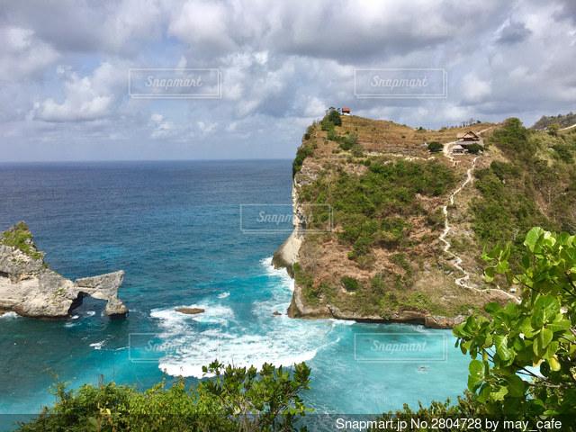 インドネシア、ヌサペニダ島のアトゥービーチですの写真・画像素材[2804728]