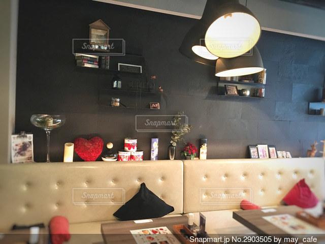 家具でいっぱいの部屋の写真・画像素材[2903505]