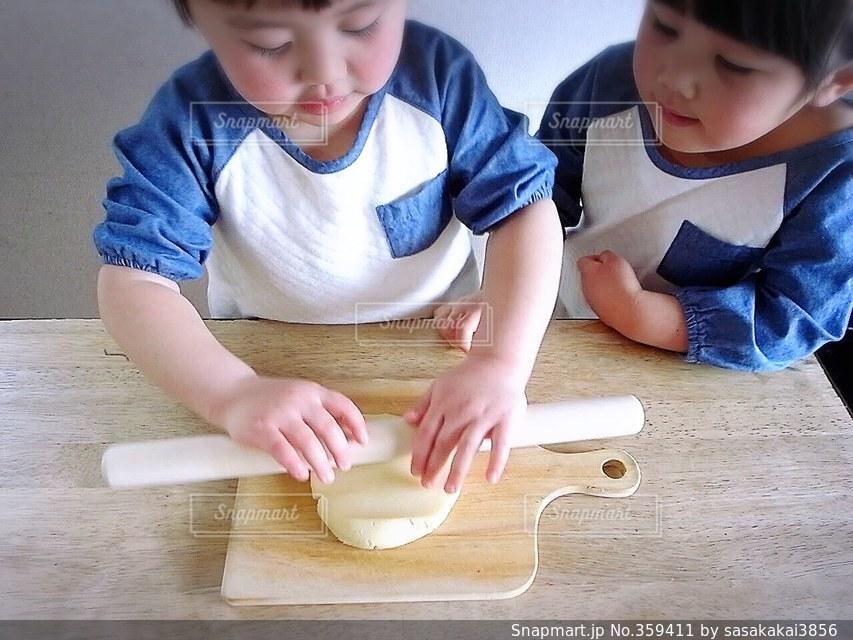 子供,料理,クッキング,お菓子作り,仲良しな2人