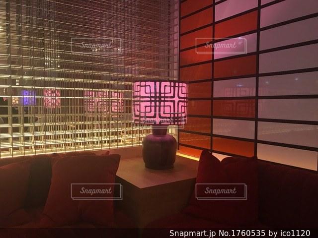 赤の明るい部屋の写真・画像素材[1760535]